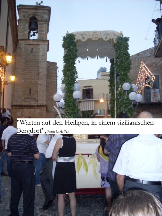 Warten auf den Heiligen, in einem sizilianischen Bergdorf.
